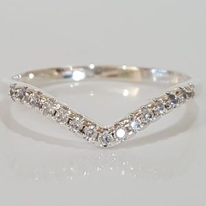 Jewelry - Silver & Crystal Chevron Thin Band Ring